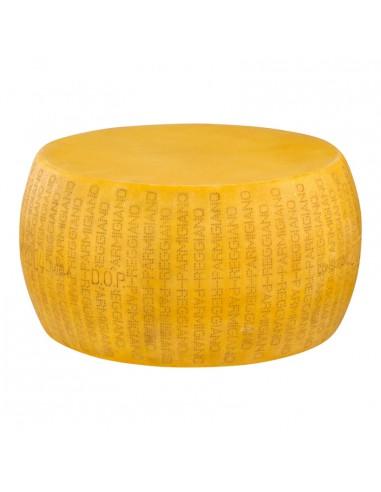 Imitación de queso parmesano para queserías y charcuterías y escaparates de tiendas