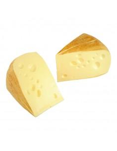 Imitación de queso emmental en triángulos para queserías y charcuterías y escaparates de tiendas