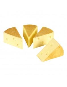 Imitación de queso emmental en porciones triangulares para queserías y charcuterías y escaparates de tiendas
