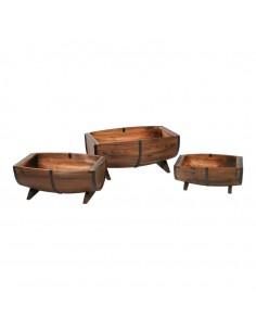 Abrevaderos con barriles vintage partidos por la mitad de madera para la decoración de espacios y escaparates de tiendas