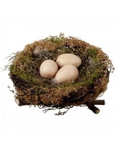 Nido de hierba seca natural con 3 huevos para escaparates de pastelerías en pascua de semana santa