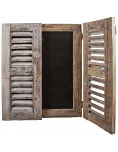 Ventana vintage de madera con pizarra para escribir para escaparates en verano de tiendas o comercios