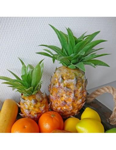 Imitación piña natural para la decoración de escaparates en verano con imitación alimentos