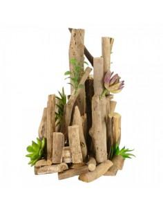 Decoración de madera imitando unas montañas para escaparates en verano de tiendas o comercios