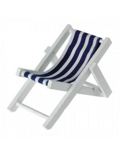 Tumbona madera con tela para tomar el sol para escaparates en verano de tiendas o comercios