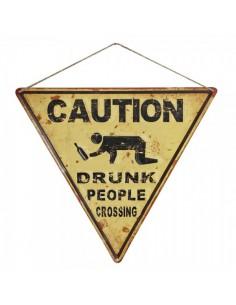 Letrero de precaución borracho cruzando la calle para escaparates en verano de tiendas o comercios