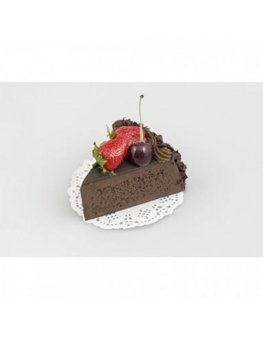 Imitación trozo de tarta de chocolate con fresas para panaderías pastelerías y escaparates de tiendas